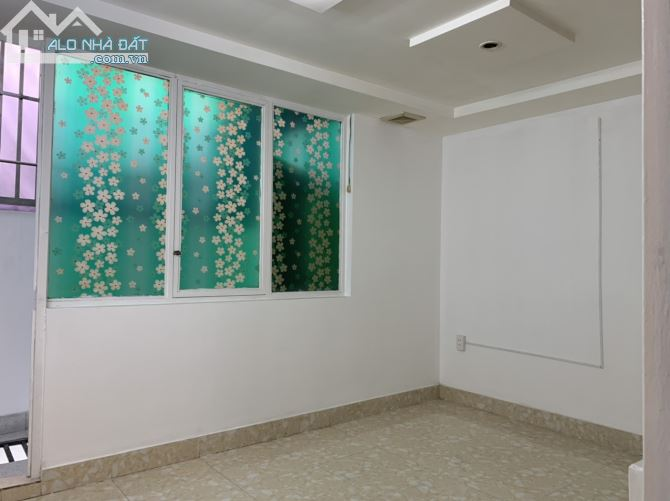 Bán gấp nhà sổ riêng,ngay mặt tiền đường Nguyễn Thị Kiểu, Q12